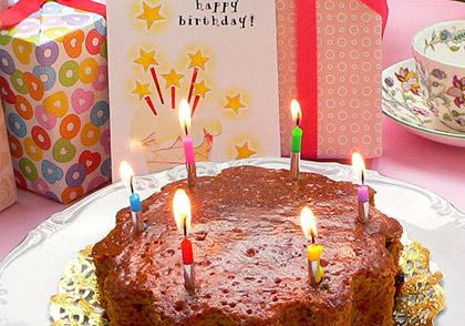 お祝いの席を彩る、こんなケーキを一緒にお届けいたします